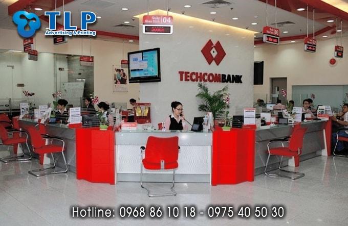 Backdrop quầy lễ tân của ngân hàng Techcombank