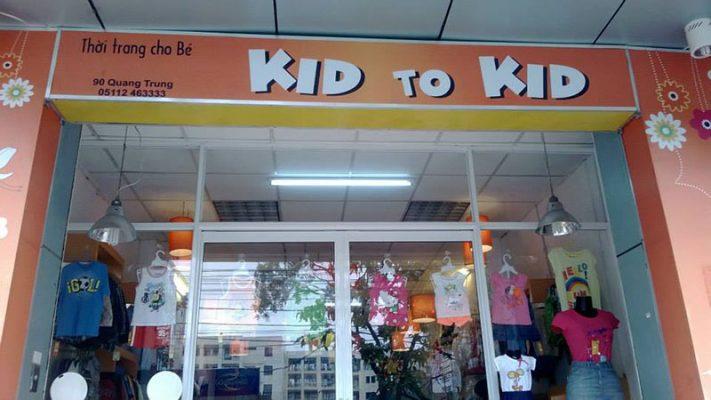 Biển quảng cáo shop trẻ em chất liệu mica